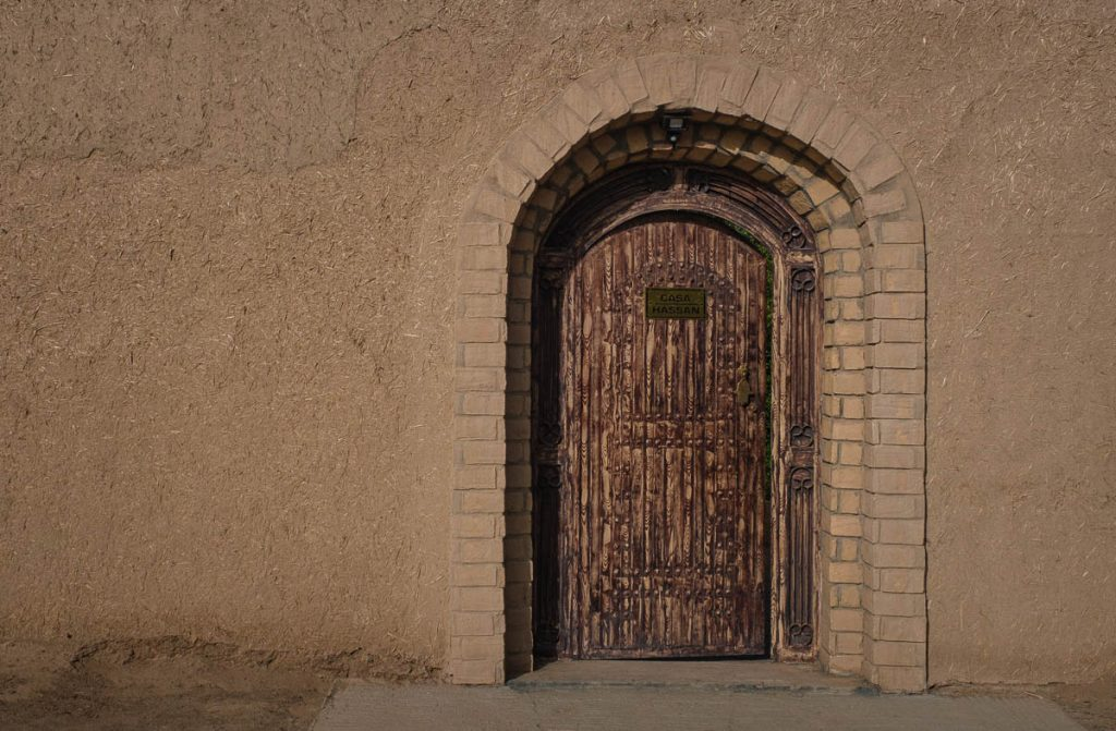 A traditional door in a city at the edge of the Sahara