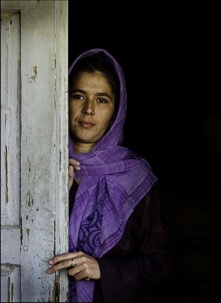 girl-in-door-1.jpg