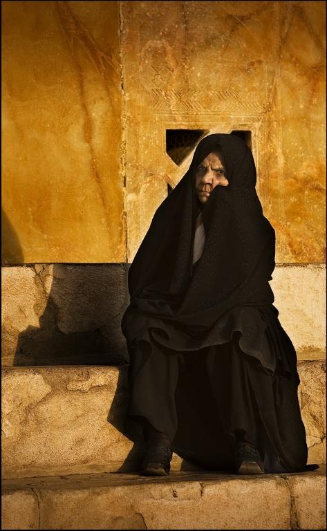 iranian-woman-in-chador.jpg