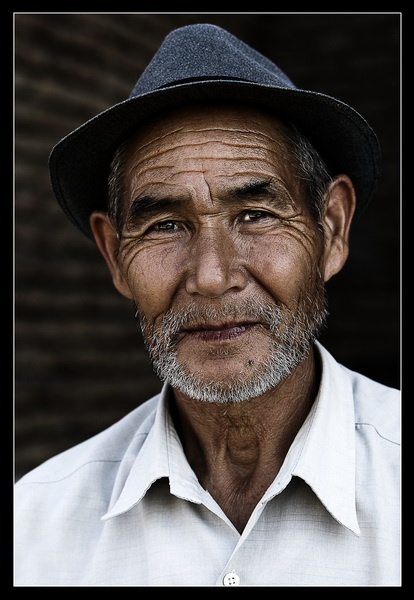 old-man-with-hat-3.jpg
